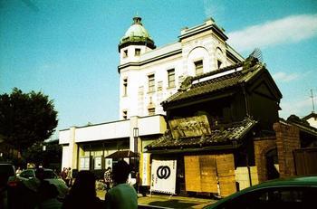 蔵造りの街並み近くにある、大正時代の洋風建築。旧国立八十五銀行本店として建てられ、現在も埼玉りそな銀行川越支店として活躍しています。