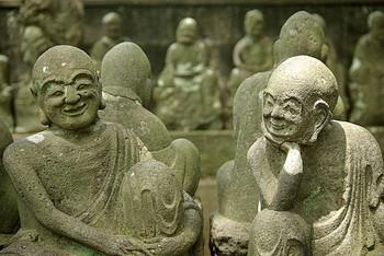 境内には、540体もの羅漢像がずらりと並んでいます。一体一体表情が違う羅漢さんの中には、必ず知り合いによく似た顔の人がいるのだとか。知り合いがいないかな…と、じっくりと探してみて。