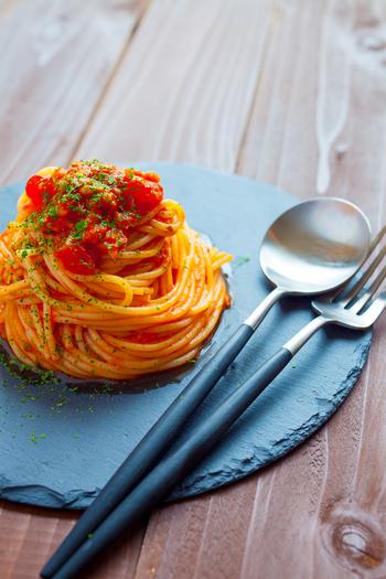 そこで今回は、10月25日の「世界パスタデー」にちなみ、パスタの種類や保存方法、そして難易度別の美味しいパスタレシピをご紹介したいと思います!