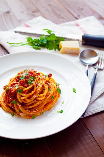 続きましては、ロングパスタとショートパスタの難易度別レシピをご紹介したいと思います♪初心者編では、パスタを茹でて和えるだけや、乗せるだけのものが多いので、お料理が苦手と言う方も緊張せず、是非TRYしてみてくださいね。
