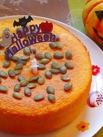 米粉を使った、カステラにも似た、ふわふわ食感のケーキ。かぼちゃパウダーやヨーグルトなどのヘルシー食材を使い、ごくシンプルに仕上げたケーキは、大人向けかもしれませんね。