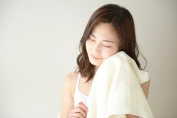 """""""ふわふわ""""なタオルは、肌触りが良いだけではありません。濡れた肌から適度な水分を拭き取ってくれるので、お肌にも優しいんですよ♪"""