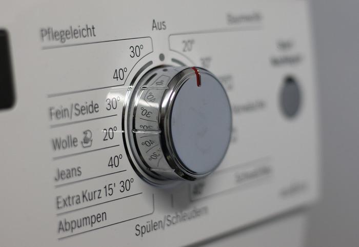 肌ざわりの前に何よりも大切なのは、汚れがしっかり落ちて清潔な状態である事ですよね。最近は、少量で汚れが落ちる洗剤が多く販売されていたり、節水機能が充実した洗濯機が多いですが、あまり少ないお水でお洗濯すると、洗濯槽の中で洗濯物があまり動かず、汚れが落ちにくくなってしまうことも。