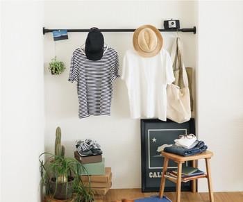 少し広めの空間にも対応可能。長いロッドの最大幅は190cmです。お洋服や置き場所に困る帽子、いつも使うバッグなどを引っ掛けるのに便利そう。