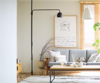 突っ張り棒にランプ(!?)専用のパーツがあるので、統一感のあるフロアランプが簡単に設置できます。