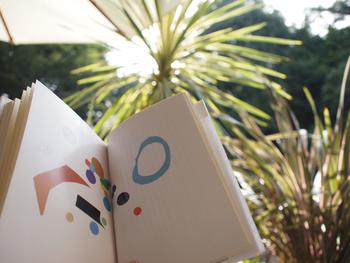 天気のいい日はテラスで、コーヒー片手に読書の秋を楽しんでみてはいかがでしょう?