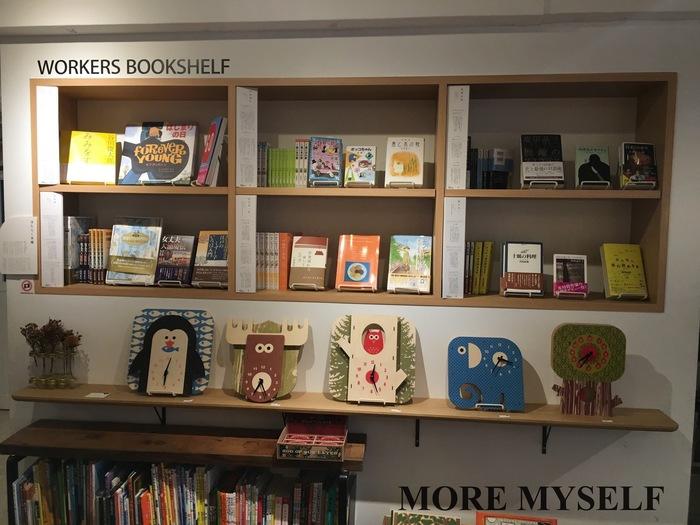 """毎月""""店頭特集""""があり、テーマを決めて様々な本をピックアップしています。"""