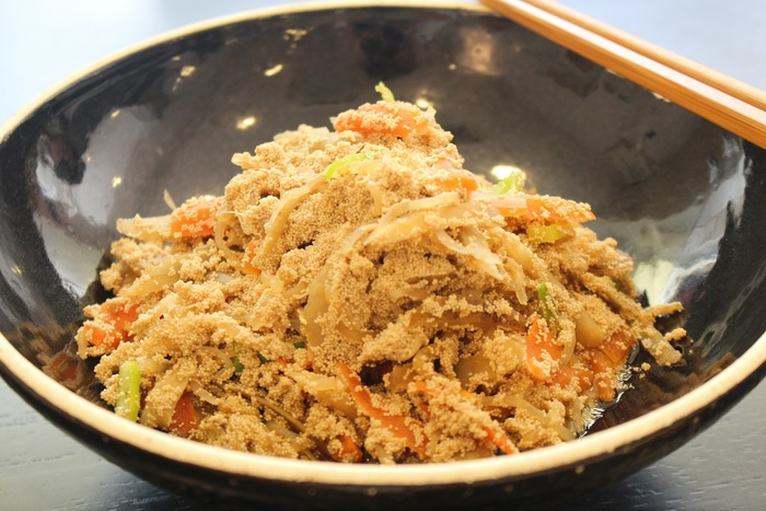 ごはんの上にのせて食べたい、根菜と真鱈の生タラコの煮物「ほろほろ」。秋田の郷土料理です。味のしっかりと染みた煮物は懐かしいおいしさです。常備菜にしてお弁当にも入れたくなりますね。