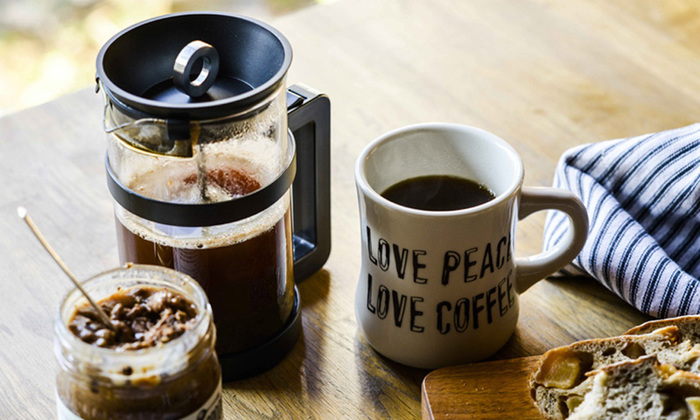 ゆっくりとプレスをしていく時間が至福のとき…そんなコーヒータイムを演出してくれるのがフレンチプレス。失敗することがほとんどないので、コーヒー初心者さんはドリップよりもフレンチプレスの方が上手く淹れられるかもしれませんね。