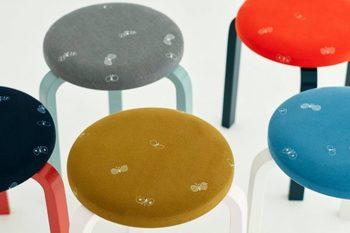 こちらも、スツール60の新シリーズ。スツールの足と座面の色合いが特徴的。インテリア性の高さとともに、味わいを楽しみながら愛用することができます。