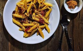 ■ドライトマトと味噌チーズクリームペンネ 味噌とチーズ、どちらも発酵食品なので相性は抜群です。そこにドライトマトを加えて一気に大人なクリームペンネの完成です。日曜の昼下がり白ワインと共に頂きたいリッチなレシピです。