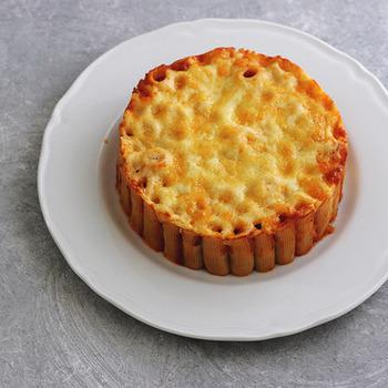 ■パスタケーキ 2016年の「世界パスタデー」にちなんで、キナリノでもおなじみのHigucciniさんが考案したパスタケーキレシピです!ショートパスタのりがとーにの中にミートソースを詰めてオーブンで焼いたレシピ!なんだかワクワクしてきますね♪