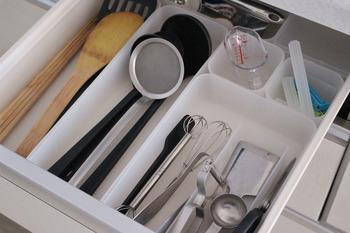 サイズは4種類あり、組み合わせてもぴたりと揃うようにモジュールを揃えて作られています。キッチンの引き出しがこんなにスッキリ整うと気持ちがいいですよね。
