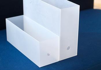 まずはこちら、普通サイズのハーフタイプのファイルボックスは、引き出しの収納にぴったり!