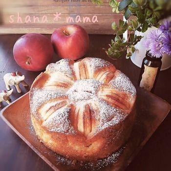 ホットケーキミックスでつくる簡単りんごケーキのレシピ。ふわふわ温かいままでも、冷やしてしっとり感を楽しむのもGOOD!
