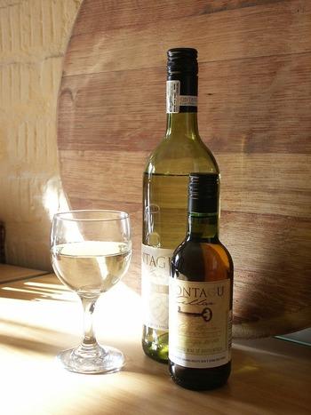 赤ワインだけでなく、白ワインでも美味しいワイン塩を作ることができます。フルーティでさっぱりとした味わいは、天ぷらや冷や奴など日本食との相性も良いのだとか。また、ハーブを混ぜるとより奥行きのある味わいになります。