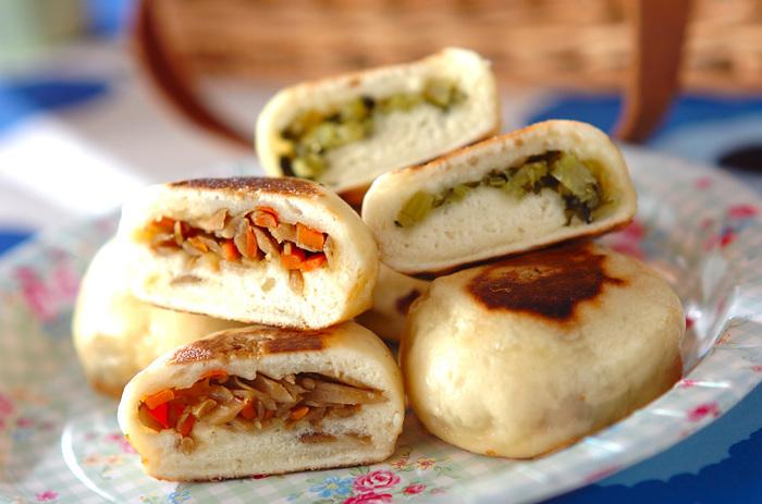 ■フライパンで作る簡単お焼き ちょっと珍しい「お焼き」のピクニック弁当はいかがでしょうか?発酵いらず、オーブンいらず、フライパンで作るお焼きなのでパン作りしたことがない人にもおすすめです。