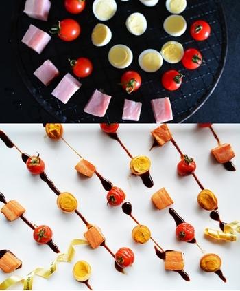 燻製料理は屋内ではなかなかできないものです。その点、キャンプなら煙を気にすることなく燻製を楽しめます。チーズやトマト、卵やささみ、いろいろな食材で楽しみたいですね。