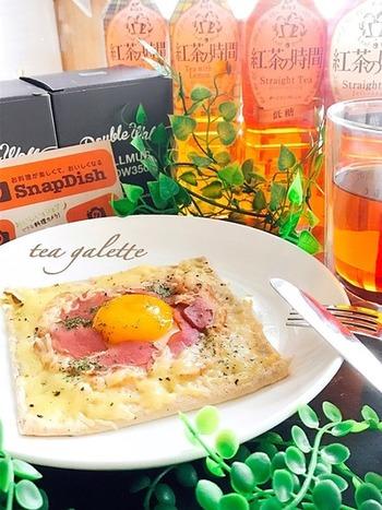 ホットケーキミックスに紅茶を加えて、ティータイムにもぴったりのガレットに。ガレットは慣れれば気軽につくれるお料理なので、いろいろな具材やスパイスをミックスして、冒険してみるのも楽しそう☆
