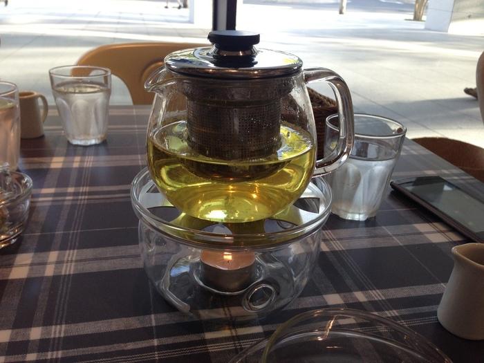 自家製ブレンドの紅茶を中心としたドリンクと一緒に、ナチュラルなインテリアの店内でゆっくり楽しみたいですね。