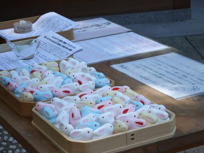 宇治上神社には、愛らしいウサギのおみくじがあります。参拝記念のお土産にもなるウサギのおみくじを引いてみてはいかがでしょうか。
