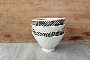 日本人にとって最も身近な食べ物の一つといってもいい「ご飯」(白米)。同じく、古くから日本の食卓に並べられるのが「飯椀」や「ごはん茶碗」などの器ですよね。今回は歴史ある窯元の器や、モダンなデザインがかわいいらしい器まで、おすすめの「飯椀」をご紹介します。