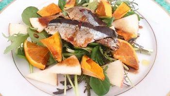 秋刀魚のおいしさは、塩焼きだけではもったいない。こんな美しいサラダにして楽しむのもいいアイデア。バルサミコのコクが、秋刀魚によく合います。
