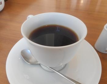 東向島珈琲店は、ホテルマンを経て神田の有名喫茶店で腕を磨いたオーナーが2006年にオープンしたお店。最高のコーヒーにとことんこだわった1杯は、オーナーの人柄が伝わるような丁寧な味わいが魅力です。