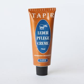 おしゃれなパッケージデザインが目を引く、ドイツの皮革ケアブランド「Tapir」のレザーケア用品。天然素材のみにこだわった品質の高さと、使い心地の良さも特徴です。蜜蝋やカルバナロウなどの天然成分でつくられた「レダーフレーゲクリーム」は、革に艶を出したい時におすすめです。伸びがいいので細かい部分までお手入れしやすく、艶を与えて革本来の美しさを引き出します。天然のオレンジから採取した、オイルの爽やかな香りも特徴です。