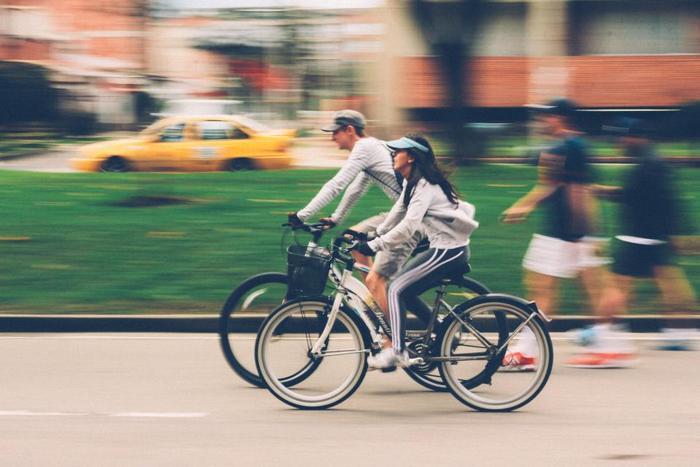 """ポタリングとは""""のんびりする""""や""""ぶらつく""""といった意味の英語「potter」に接尾辞「-ing」を付けた造語で自転車でのお散歩のこと。自転車なら歩くには遠すぎる距離も自由気ままに楽しみながら散策できるので、秋の風を受けながらお散歩が楽しめます。"""