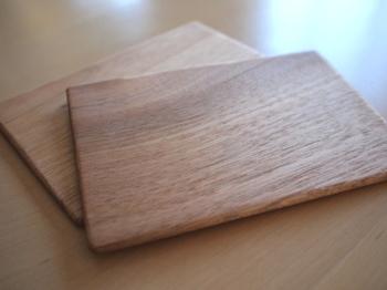 木のソーサーは食事やスイーツをオシャレ&美味しそうに見せてくれるので持っていると便利ですよ。
