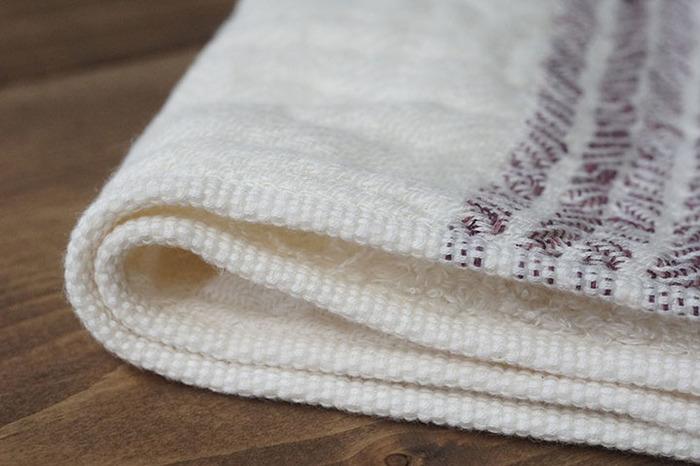 柔らかいオーガニック綿のタオル。 さっぱりした後は、やわらかタオルで顔や手を包み込んでやる気をオン!