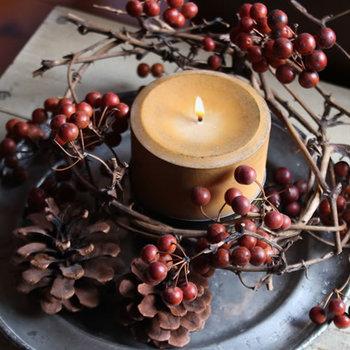 自分の好きな香りで、気分もリフレッシュ! アロマオイルやアロマキャンドルなどのアロマグッズは1つは常備しておきたいアイテム。 キャンドルが焚ける環境なら、キャンドルの炎を眺めるのも気分転換になりそう。