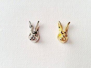 大人かわいい立体的なウサギのピアス。シンプルなファッションに、こんなかわいいピアスをして甘辛ミックスを楽しみましょう。