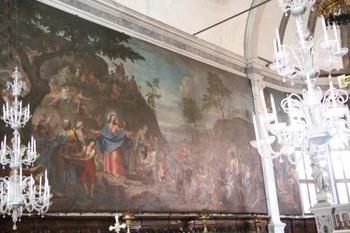 そのほか、教会内にあるヴェネツィアン・グラスのシャンデリアも必見ですよ。