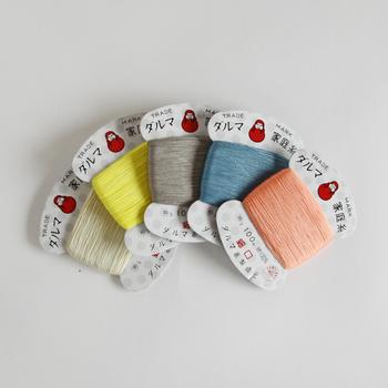 昔から愛されている「ダルマ」の手縫い糸。絹のように光沢があって丈夫な手縫い糸は手芸好きさんにおすすめのアイテム。日本の風景から連想したきれいな色が揃っているので、刺繍糸としても使えますよ。プレゼントにも良いですね。