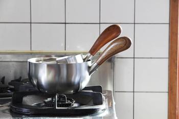 直径13センチと15センチの二つを重ねるとコンパクトに収納できます。お弁当や朝ごはんにも工房アイザワのミルクパンは大活躍です。