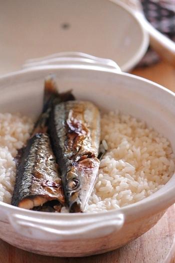 ■秋刀魚の土鍋ご飯 秋刀魚の塩焼きがあまってしまったら、翌日は土鍋ご飯にしてみませんか♪土鍋で炊いた、炊き立てのご飯は格別。気になるさんまの臭みは、ショウガを入れて炊くことで気にならなくなりますよ。