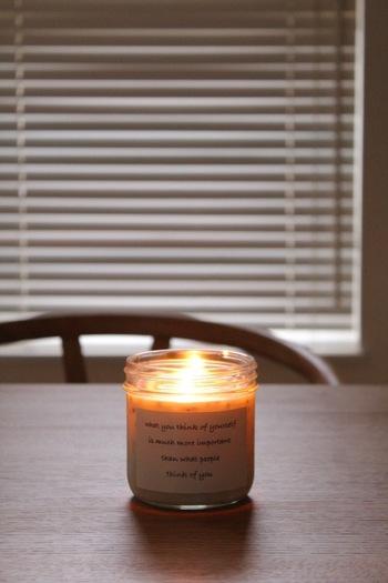 お部屋でのリラックスタイムに欠かせない「アロマキャンドル」。ふんわりと心安らぐ優しい香りに包まれながら、ゆらゆらとした炎の揺らめきを眺めていると気分も落ち着きます。おすすめの香りはラベンダー。上品な香りに身も心もリラックスできますよ。