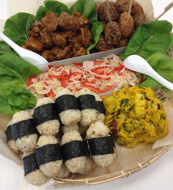 食材は、築地市場から届く魚介類ととり肉を使い、豚肉は地元、国産肉限定の精肉専門店から購入し、千葉県香取市の有機野菜を栽培している生産者さんから、規格外のにんじん、だいこん、キャベツ等を取り寄せているとのこと。お母さんの味は食材にもこだわりアリです。