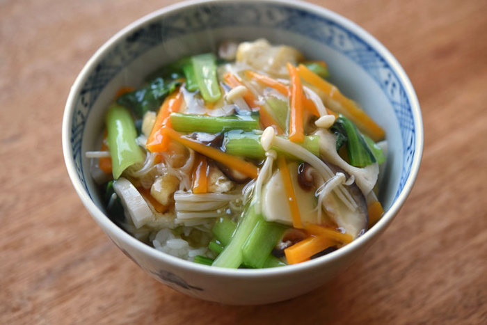 ご飯に合う野菜のおかず作りに迷った時には、あんかけにしてご飯にかけてしまうのも◎冷蔵庫に余ってしまった野菜を消費したい時にもおすすめですよ♪