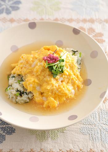 あんかけはふんわり卵との相性も抜群!こちらは和風のあんをかけたオムライスレシピです。いつものオムライスに飽きてしまった時にぜひ挑戦してみてくださいね♪