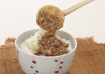 お肉を使ったあんかけもご飯にぴったり♪ボリュームもあるので、お腹が空いている時にも良いでしょう。こちらはご飯の上にさらにマッシュポテトが乗っているボリュームアップレシピです!