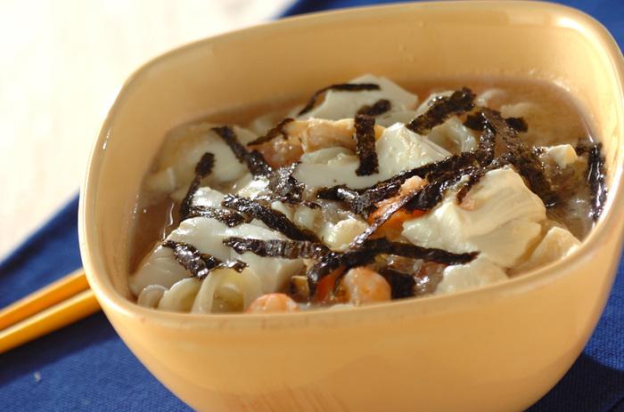 こちらはタラコやシーフードミックスを使ったあんをかけたうどんのレシピです。片栗粉を使っていないところもポイント。長芋のすりおろしが生かされています。