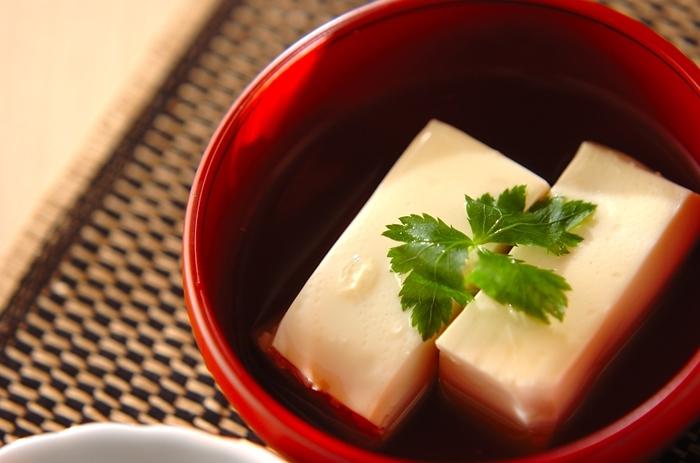 豆腐にあんをかければ、さらに優しい味わいのおかずになるでしょう。ショウガ汁が入っていますので、体をぽかぽか♪冬にぴったりの一品ですね。