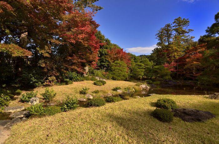 無鄰菴は、幕末から大正時代にかけて活躍し、日本近代化の礎を築いた政治家の一人である山縣有朋がかつて使用していた別邸で名勝に指定されています。