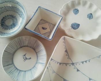 リーズナブルに一日だけの陶芸体験をすることもできます。てびねり(5,000円)、電動ロクロ(5,500円)、絵付け(5,500円)などコースもさまざまです。