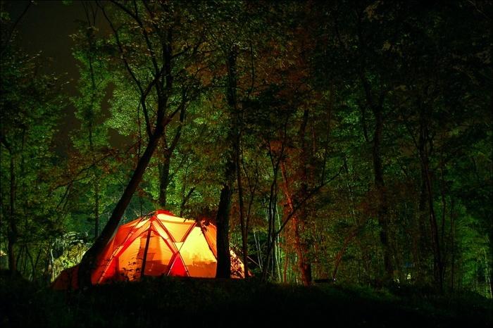 アウトドアは秋がいい。初心者さんに贈る《キャンプ入門書》