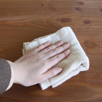 ちょっとくたっとしてきたら台ふきんとして、もっと使い込んでしまってからは雑巾として活躍させて。最後の最後までしっかり役目を果たしてくれる頼もしいふきんなんです。