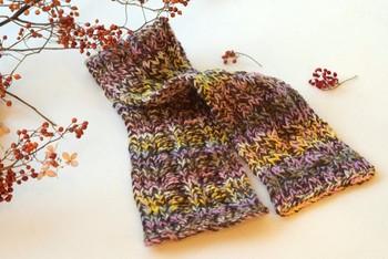 色の混ざったミックス毛糸で編むだけで、ニュアンスカラーが素敵な雰囲気のあるマフラーに。